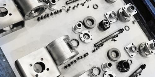 Einzelteile einer Armatur bei einer Instandsetzung/Reparatur
